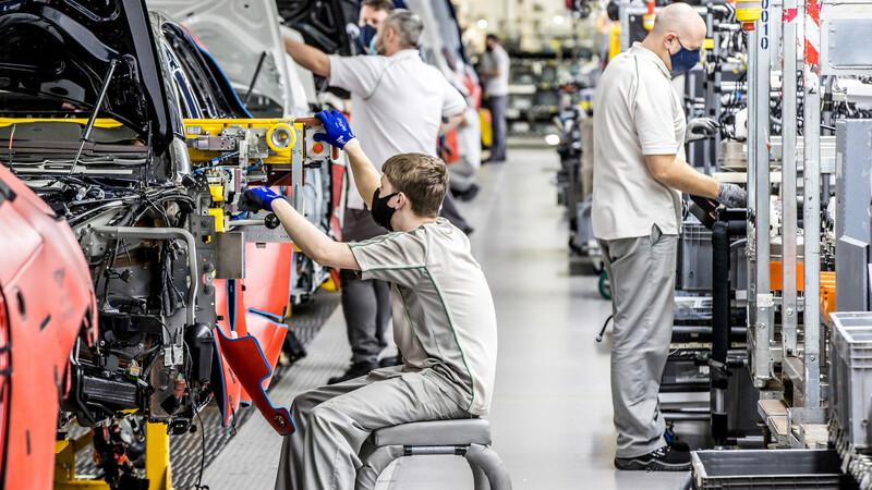 Bentley celebra 75 años de producción en la planta de Crewe, Inglaterra