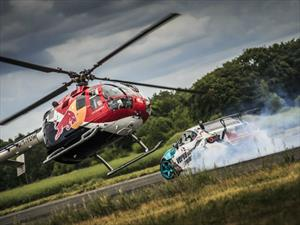 Un Toyota GT86 Vs un helicóptero acrobático