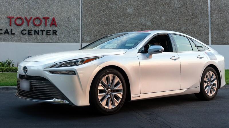 Toyota Mirai vuelve a romper el récord de autonomía de un auto a hidrógeno