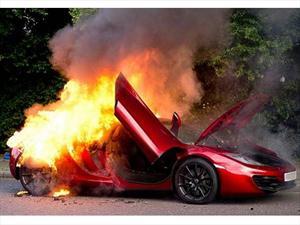 Un McLaren MP4-12C se incendia en Londres