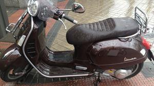 Consejos para manejar un scooter tipo Vespa en la lluvia