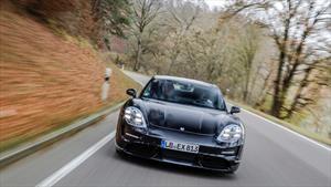 Porsche ofrecerá tres años de carga gratuita a los propietarios del Taycan