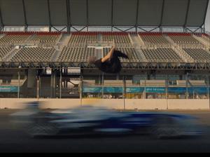 Video: hace un backflip sobre un Fórmula E