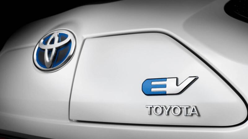 Toyota trabaja para vender autos eléctricos más baratos