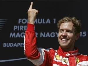 F1: La manía de Sebastian Vettel por mostrar su dedo índice