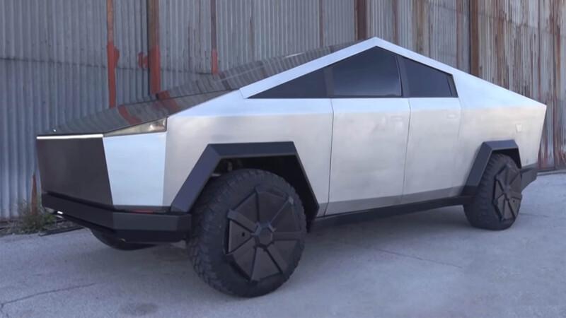 Conoce la CyberRaptor, una replica de la camioneta de Tesla basada en una Ford F-150