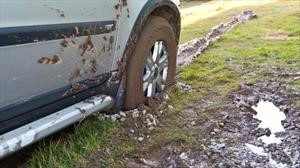 5 cosas que no se deben hacer al sacar un vehículo atascado