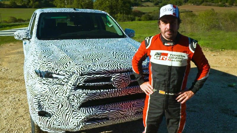 Fernando Alonso prueba la próxima Toyota Hilux