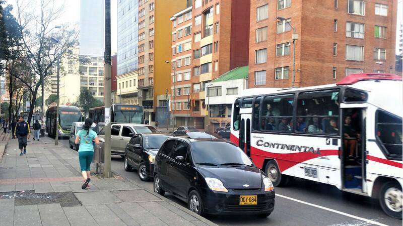 Bogotá hará prueba piloto para parqueo en vía pública