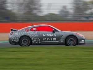 Nissan GT-R de control remoto ataca el Circuito de Silverstone