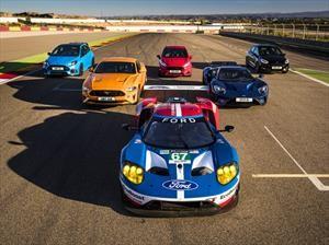 Ford pone a competir a 8 deportivos en un circuito