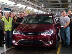 Chrysler Pacífica Hybrid 2017 comienza su producción