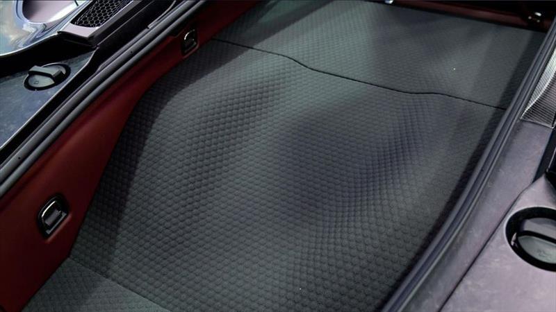 McLaren reviste el maletero de sus autos con un innovador material aeroespacial