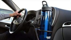 Razones para beber agua al conducir un carro