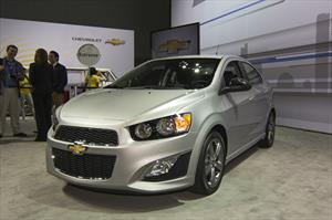 Chevrolet Sonic RS y Dusk Sedán 2014 debutan