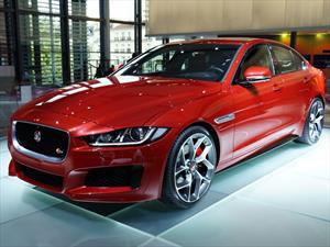 Fue exhibido el nuevo Jaguar XE S