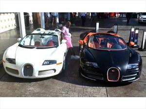 Floyd Mayweather presume con dos de sus Bugatti Veyron