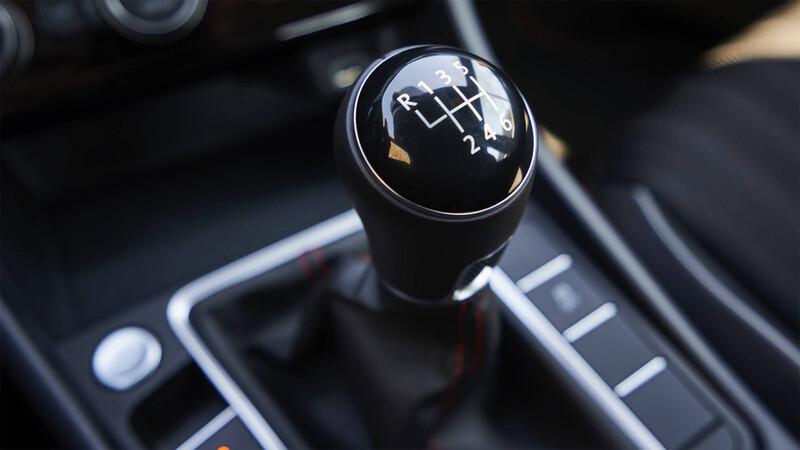 Volkswagen le dice no va más a las cajas manuales