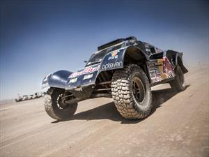 Dakar: Carlos Sainz abandona por un vuelco y la clase autos se pone al rojo vivo