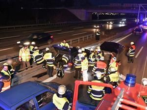 Automovilsta salva la vida de una persona chocando su Tesla Model S