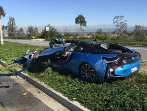 El aparatoso accidente de un BMW i8 en California