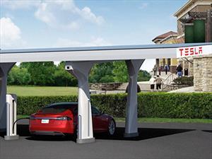 Padre e hija cruzan EUA en un Tesla Model S