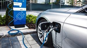 Cuáles son las marcas que más autos electrificados venden en el mundo