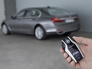 BMW Serie 7 dispone del control a distancia para estacionarse