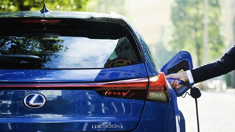 Lexus brinda una garantía de 10 años para las baterías de sus autos eléctricos