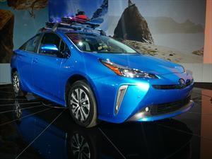 Toyota da un paso más y convierte al Prius en un 4x4