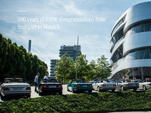 Picardía en el saludo Mercedes-Benz a BMW por su centenario