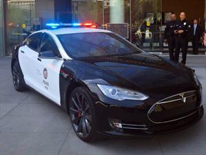 La Policía de Los Ángeles patrulla con un Tesla Model S