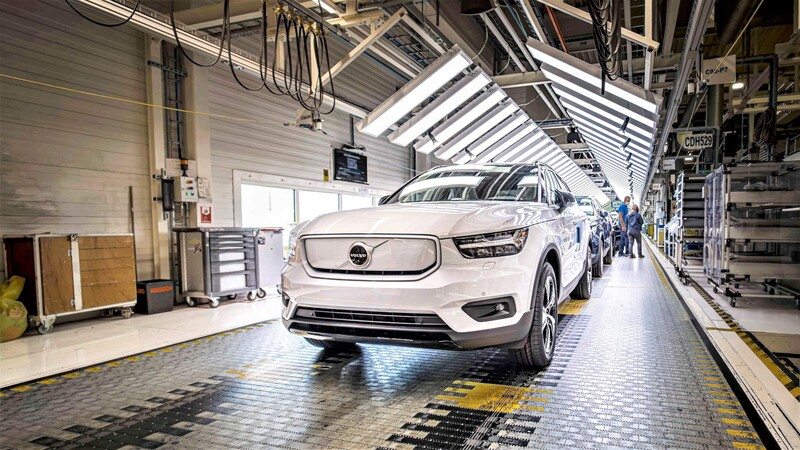 Volvo triplicará la producción de sus autos híbridos y eléctricos