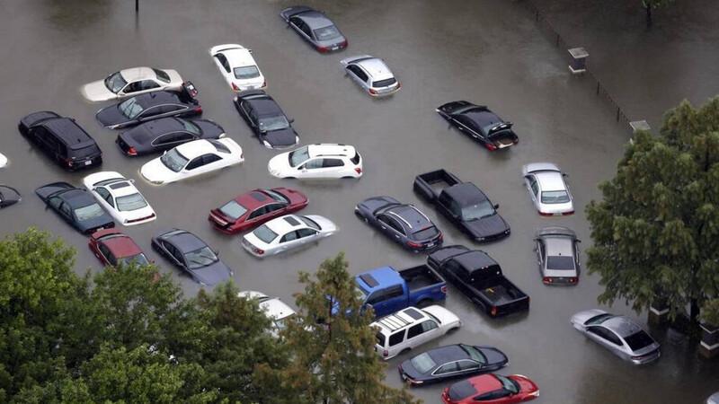 Cómo reaccionar si su vehículo se inunda