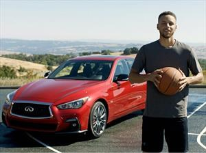 Stephen Curry encesta en un Infiniti Q50