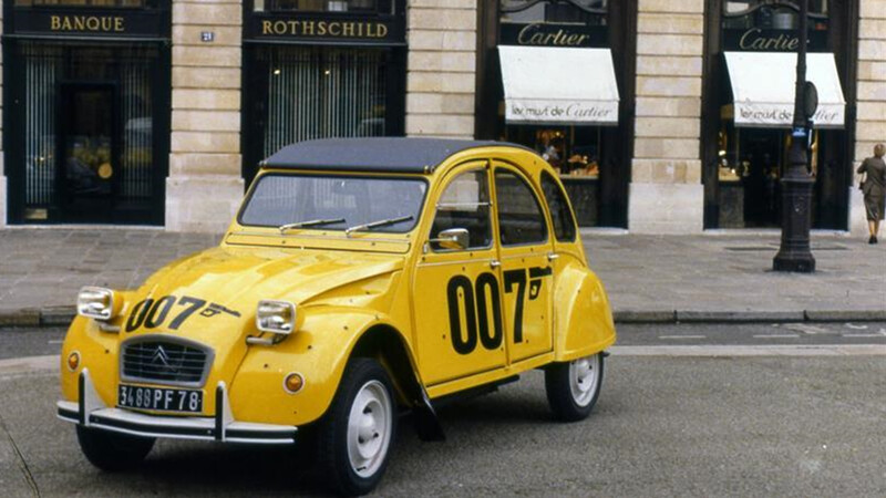 El icónico Citroën 2CV de James Bond cumple 40 años