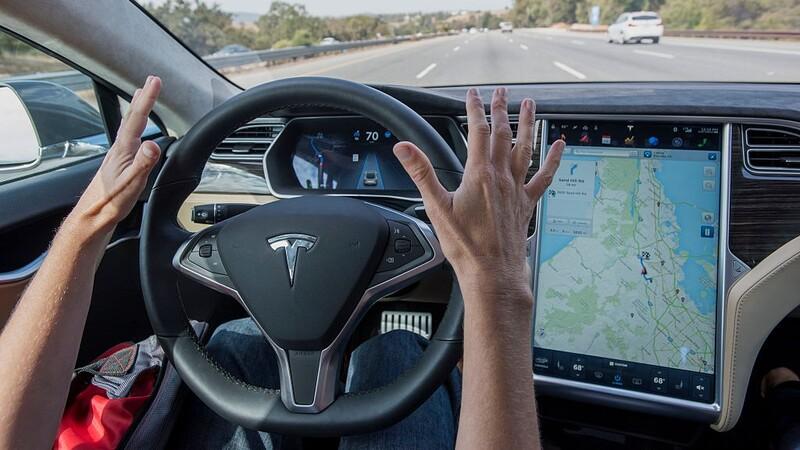 Quienes manejan un Tesla se vuelven distraídos cuando usan el Autopilot, según un estudio