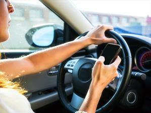 Crece el número de accidentes a causa de usar el teléfono celular