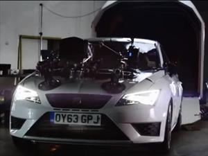 Pensaban que iban en un simulador pero viajan en un SEAT Leon Cupra