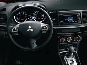 Mitsubishi Lancer, ahora con pantalla táctil