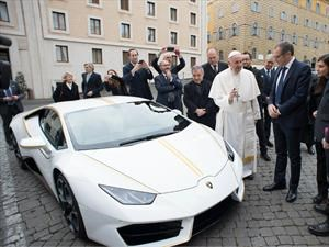 San Ferruccio: donan un Lamborghini Huracan al Papa Francisco
