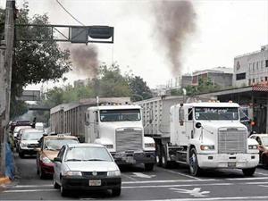Publican norma que regula emisiones para vehículos pesados nuevos a diésel