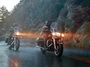Así debes de conducir una motocicleta bajo la lluvia