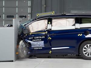 Chrysler Pacifica 2017 obtiene el Top Safety Pick+ del IIHS