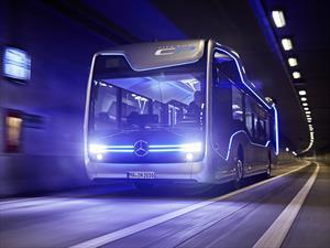 Mercedes-Benz presenta un bus autónomo