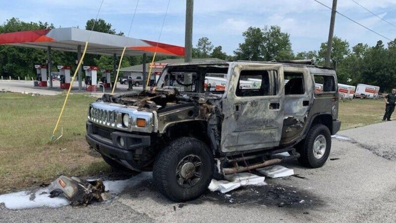 Estadounidense provoca incendio en su Hummer al usarlo para llevar combustible