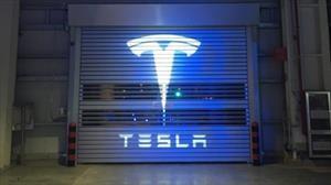 Tesla, a contramano de la caída del mercado