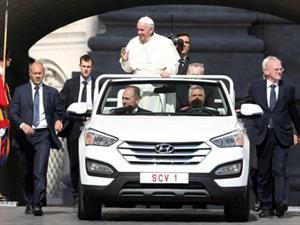 El nuevo Papamóvil es una Hyundai Santa Fe cabrio