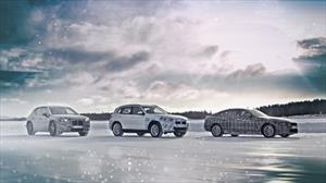 BMW muestra su tríada eléctrica sobre la nieve