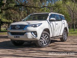 Prueba Toyota SW4: Todoterreno con piel refinada